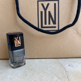 ( LYN| BREATHABLE NAIL POLISH (STEELING THE SHOW